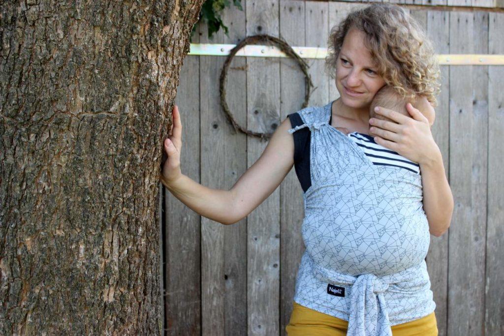 Mutter mit ersten Erfahrungen zum Najell Wrap Tragetuch